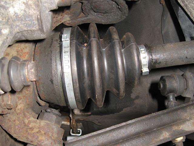 NISSAN Sunny N13 Diesel LX : Neue Gelenkwellenmanschette (Beifahrerseite) - 29.07.2012
