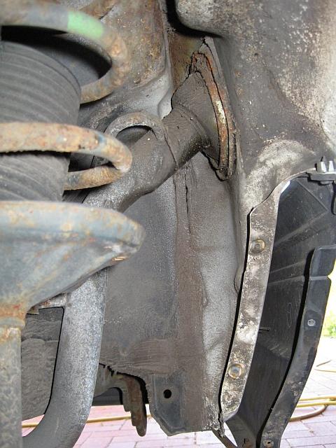 NISSAN Sunny N13 Diesel LX : Tankzuleitung im hinteren linken Kotflügel - 01.08.2012