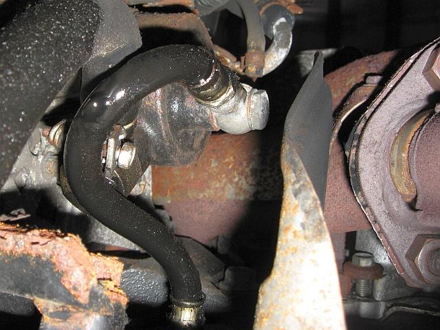 NISSAN Sunny N13 Diesel LX : Undichte Ölleitung vom Motorblock zur Vakuumpumpe - 22.04.2011